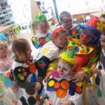 des-clowns-envahissent-l%c3%a9cole